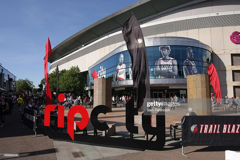 Fan arrive before the game between the San Antonio Spurs and Portland Trail Blazers in Game Four of the Western Conference Semifinals during the 2014...