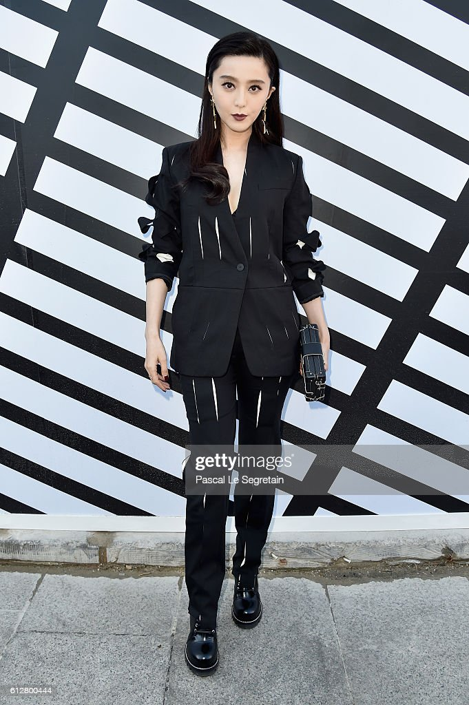 fan-bingbing-attends-the-louis-vuitton-show-as-part-of-the-paris-picture-id612800444