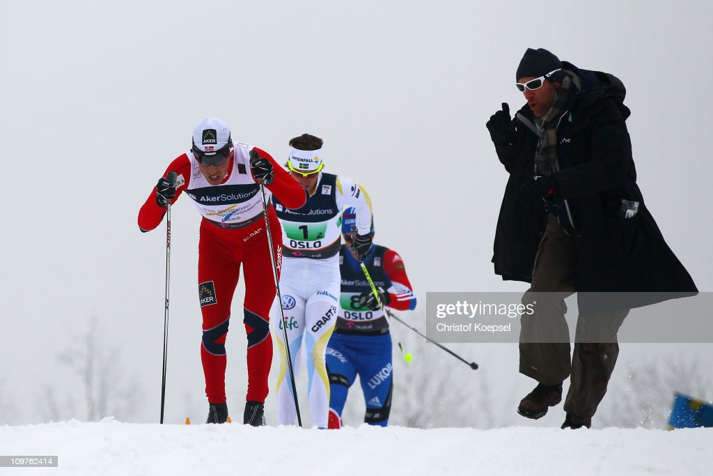 A fan cheers on <a gi-track='captionPersonalityLinkClicked' href=/galleries/search?phrase=Eldar+Roenning&family=editorial&specificpeople=802581 ng-click='$event.stopPropagation()'>Eldar Roenning</a> of Norway, <a gi-track='captionPersonalityLinkClicked' href=/galleries/search?phrase=Johan+Olsson&family=editorial&specificpeople=724246 ng-click='$event.stopPropagation()'>Johan Olsson</a> of Sweden and Stanislav Volzhentsev of Russia in the Men's Cross Country 4x10km Relay race during the FIS Nordic World Ski Championships at Holmenkollen on March 4, 2011 in Oslo, Norway.