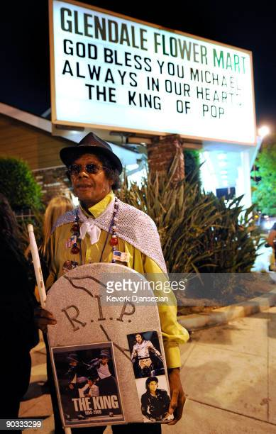 Fan Jesse Hudson holds a RIP sign on the street ouside of Michael Jackson's funeral service held at Glendale Forest Lawn Memorial Park on September 3...