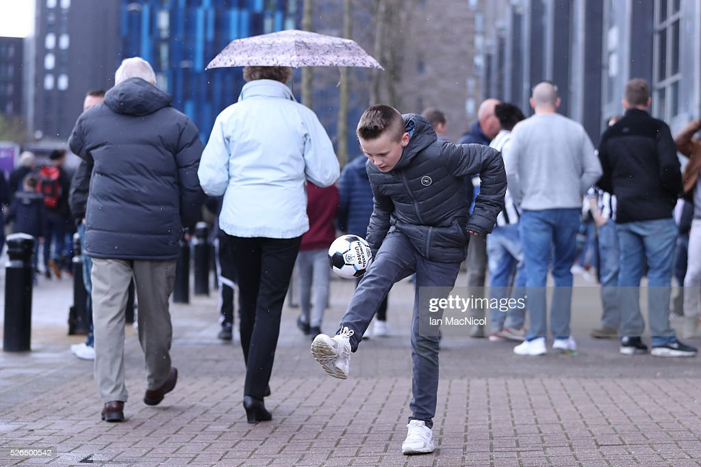 A fan juggles the ball outside the stadium prior to the Barclays Premier League match between Newcastle United and Crystal Palace at St James' Park on April 30, 2016 in Newcastle upon Tyne, England.