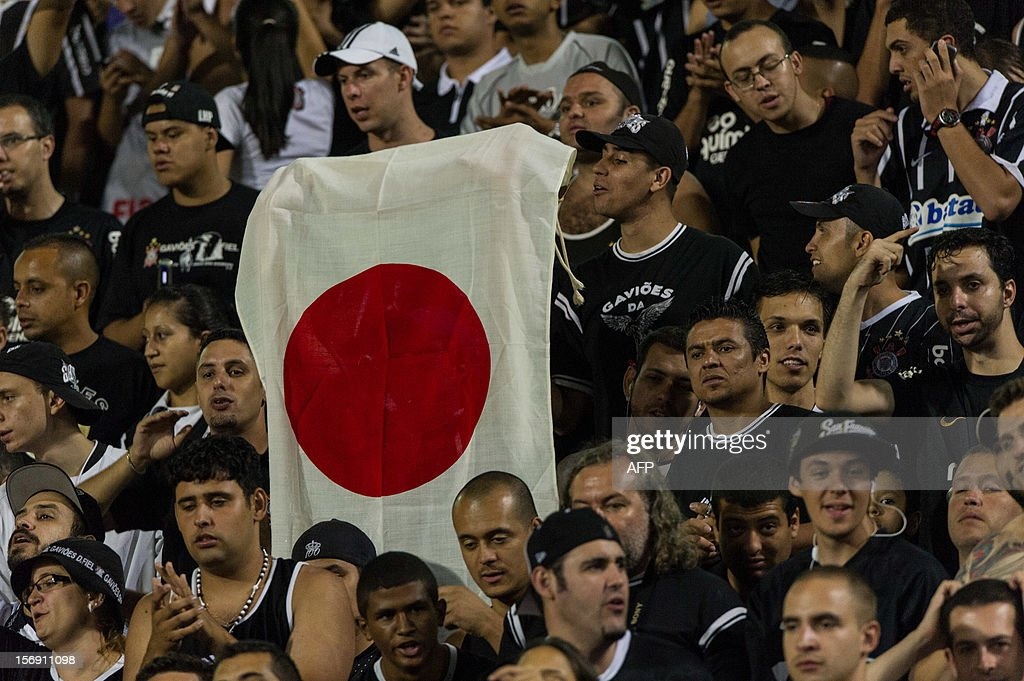 A fan of Corinthians shows a Japanese flag during their their Brazilian championship football match against Santos at Pacaembu stadium in Sao Paulo, Brazil on Novemeber 24, 2012. Corinthians will play in FIFA Club World Cup in Japan from December 6. AFP PHOTO/Yasuyoshi CHIBA