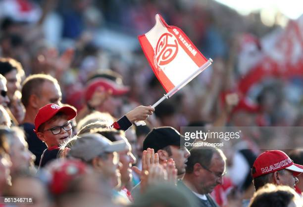 A fan of Mainz celebrates during the Bundesliga match between 1 FSV Mainz 05 and Hamburger SV at Opel Arena on October 14 2017 in Mainz Germany The...