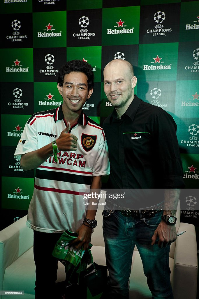 A fan pose with Ambassador <a gi-track='captionPersonalityLinkClicked' href=/galleries/search?phrase=Fredrik+Ljungberg&family=editorial&specificpeople=167144 ng-click='$event.stopPropagation()'>Fredrik Ljungberg</a> as meet and greet during the UEFA Champions League Trophy Tour 2013 presented by Heineken at Gandaria City Shopping Mall on April 14, 2013 in Jakarta, Indonesia.