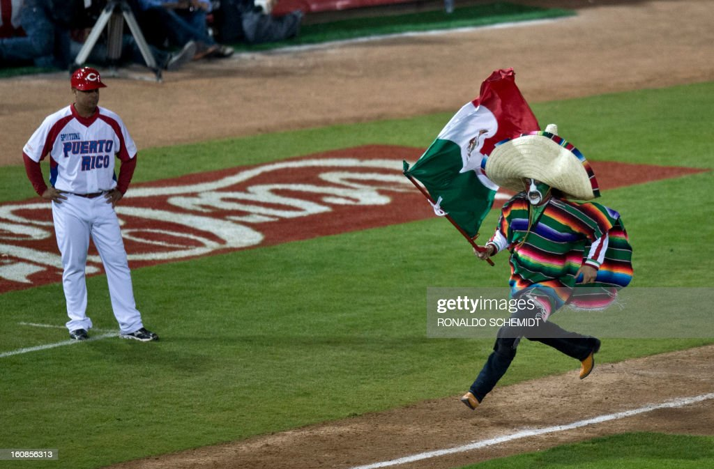 A fan runs down the third base line on the field of Sonora Stadium during a match between Yaquis de Obregon of Mexico and Criollos de Caguas of Puerto Rico at the 2013 Caribbean baseball series on February 6, 2013, in Hermosillo in the northern Mexican state of Sonora. The Mexican team won 10-0. AFP PHOTO/Ronaldo Schemidt