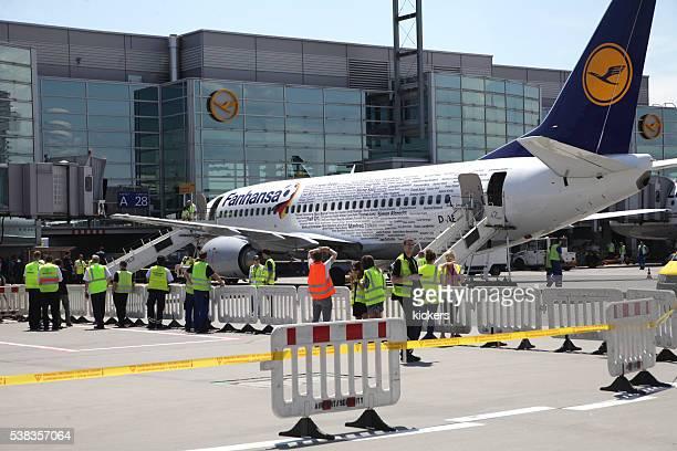 Avion de ligne Fanhansa de l'équipe d'Allemagne de football à la porte