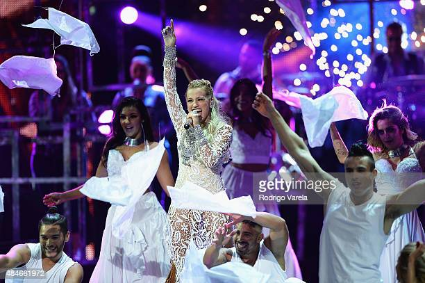 Fanny Lu performs onstage at Telemundo's 'Premios Tu Mundo' Awards 2015 at American Airlines Arena on August 20 2015 in Miami Florida