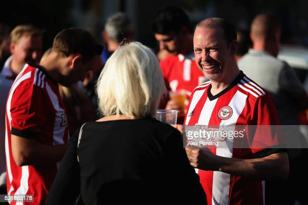 Fans are pictured outside the stadium prior to the Sky Bet Championship match between Brentford and Bristol City at Griffin Park on August 15 2017 in...