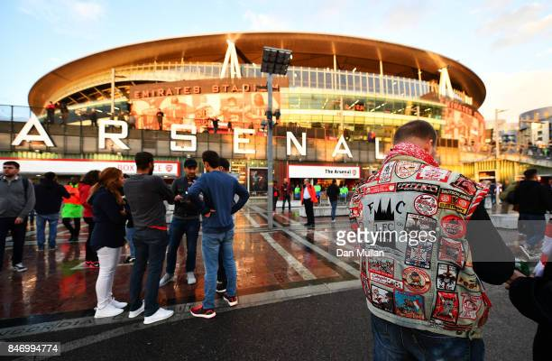 Fans arrive ahead of the UEFA Europa League group H match between Arsenal FC and 1 FC Koeln at Emirates Stadium on September 14 2017 in London United...