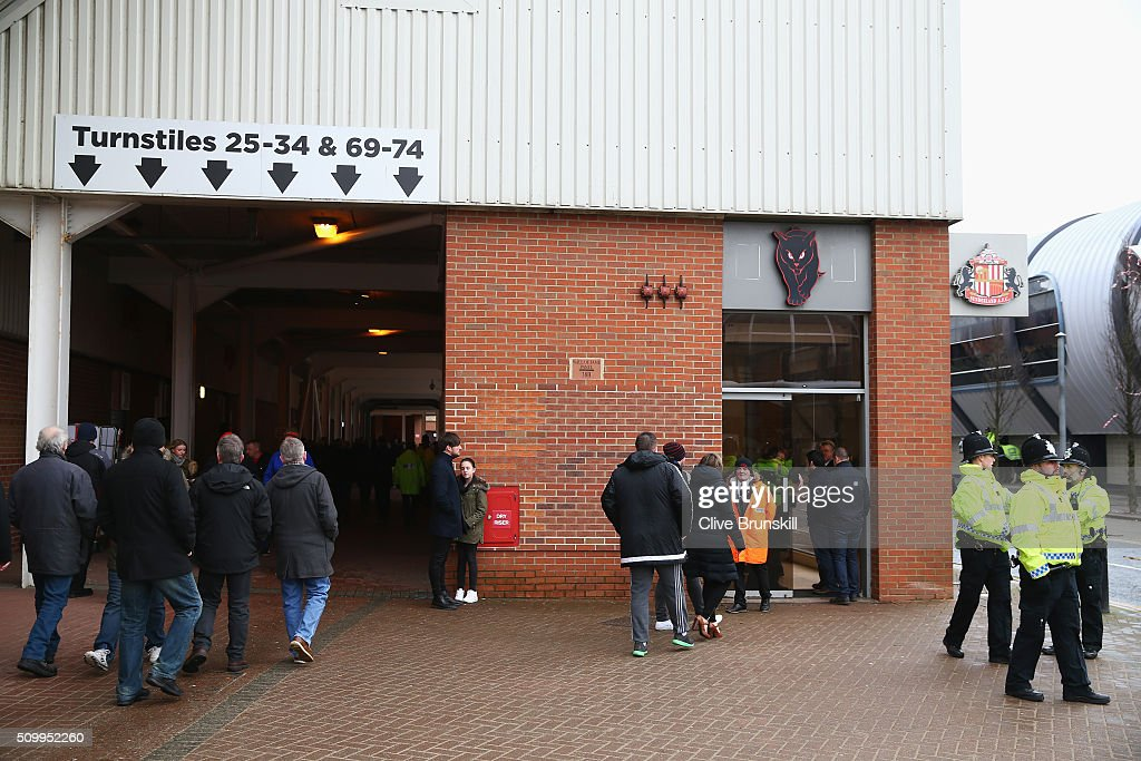 Fans arrive at the stadium prior to the Barclays Premier League match between Sunderland and Manchester United at the Stadium of Light on February 13, 2016 in Sunderland, England.