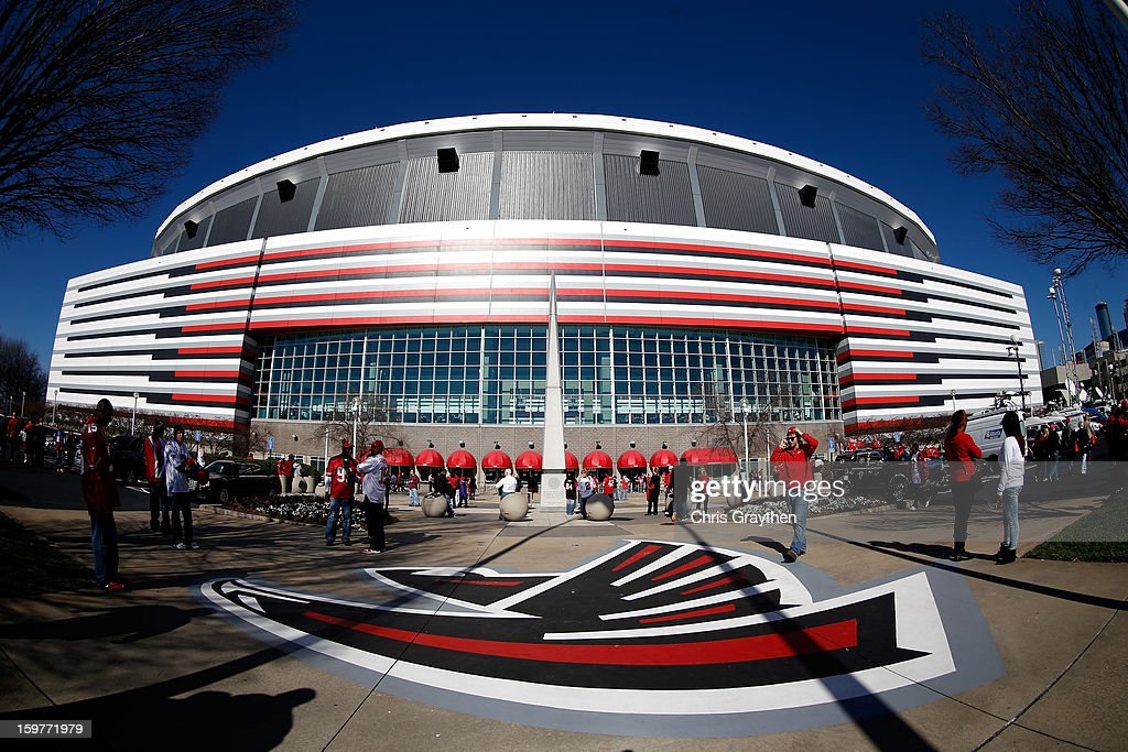 Fans arrive outside the stadium prior to the Atlanta Falcons hosting the San Francisco 49ers in the NFC Championship game at the Georgia Dome on January 20, 2013 in Atlanta, Georgia.