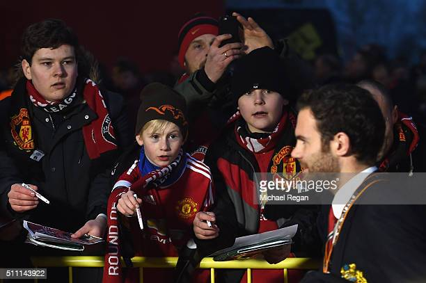 Fans ask for autographs as Juan Mata of Manchester United arrives during the UEFA Europa League round of 32 first leg match between FC Midtjylland...