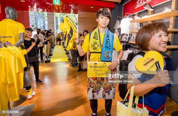 Fans attend a meet and greet with goalkeeper Roman Weidenfeller and Oemer Toprak of Borussia Dortmund in the Puma store Harajuku on July 14 2017 in...