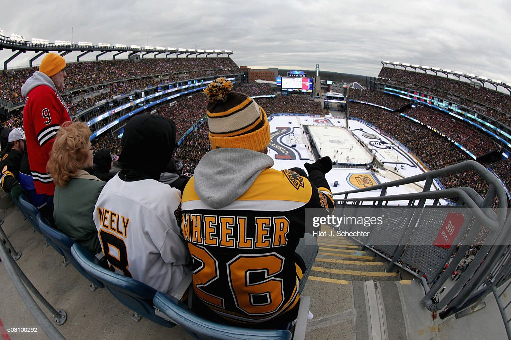 http://media.gettyimages.com/photos/fans-attend-the-2016-bridgestone-nhl-winter-classic-between-the-and-picture-id503100292