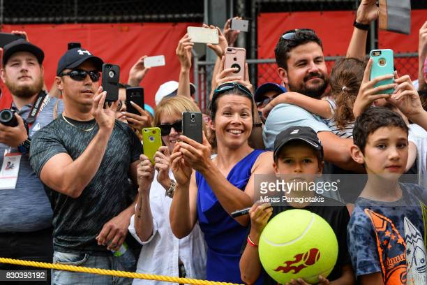 Fans await for the arrival of Roger Federer of Switzerland prior to his match against Roberto Bautista Agut of Spain during day eight of the Rogers...