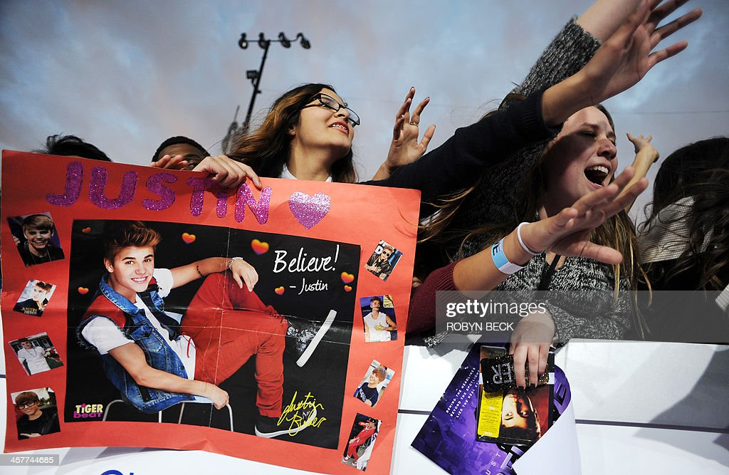 Fans await the arrival of Justin Bieber at the world premiere of 'Justin Bieber's BELIEVE,' December 18, 2013 at the Regal Cinemas at LA Live in Los Angeles, California. The film opens nationwide on Christmas Day. AFP PHOTO / Robyn Beck