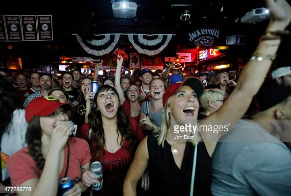 Fans celebrate the Chicago Blackhawks winning the 2015 Stanley Cup at Sluggers World Class Sports Bar on June 15 2015 in Chicago Illinois The...