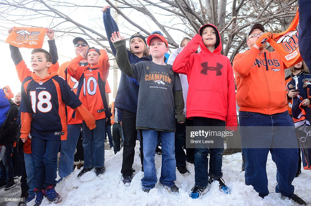 Fans cheer as Denver Broncos' players leave at Dove Valley on February 8, 2016 in Centennial, Colorado. Fans cheered for the Denver Broncos when they returned home after defeating the Carolina Panthers to win Super Bowl 50.