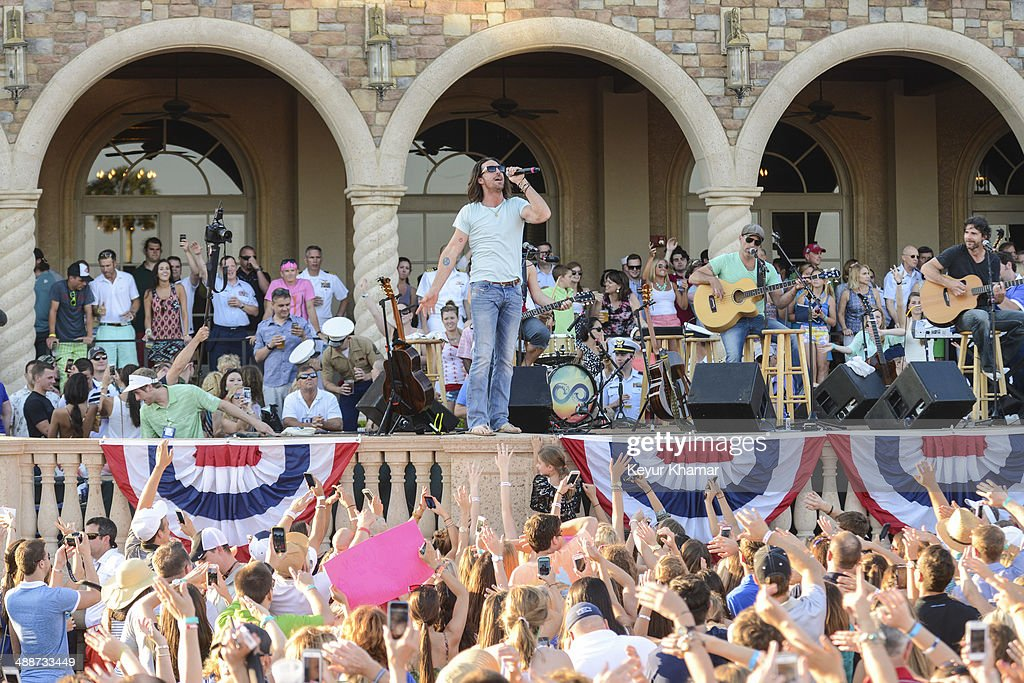 Fans cheer as recording artist Jake Owen performs in concert during THE PLAYERS Championship Military Appreciation Day Ceremony outside the TPC Sawgrass clubhouse on May 7, 2014 in Ponte Vedra Beach, Florida.