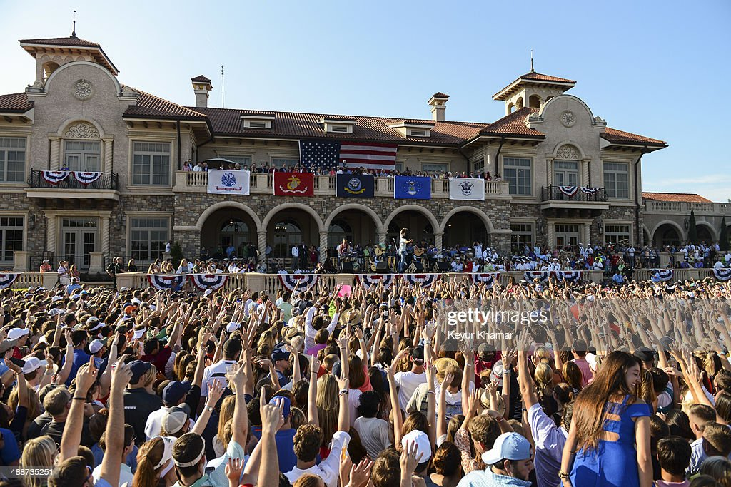 Fans cheer as recording artist Jake Owen takes a selfie while performing in concert during THE PLAYERS Championship Military Appreciation Day Ceremony outside the TPC Sawgrass clubhouse on May 7, 2014 in Ponte Vedra Beach, Florida.