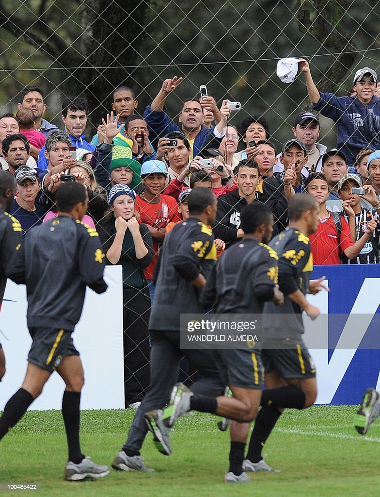 Fans cheer at Brazil's players during a training session in Curitiba, southern Brazil on May 24, 2010. Brazil, five-time world champion, is among the favourites for the South Africa 2010 World Cup which starts on June 11th. The 'Selecao' have been drawn in Group G with North Korea, Ivory Coast and Portugal.