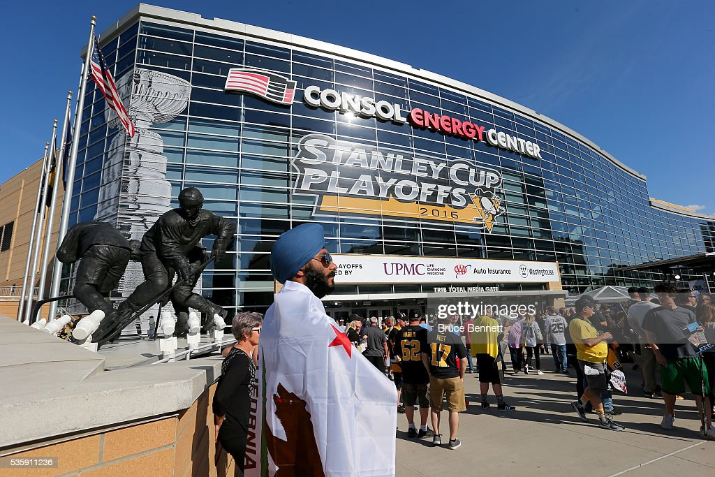 Fans gather around a statue of Mario Lemieux outside of the arena prior to Game One of the 2016 NHL Stanley Cup Final between the San Jose Sharks and the Pittsburgh Penguins at Consol Energy Center on May 30, 2016 in Pittsburgh, Pennsylvania.
