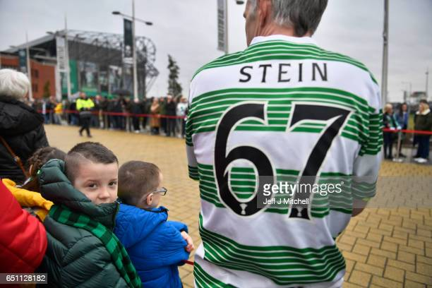Fans gather as the funeral cortege of former Glasgow Celtic and Lisbon Lion footballer Tommy Gemmell who died last Thursday aged 73 leaves Celtic...