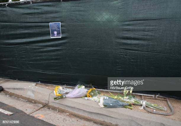 Fans lay tributes outside the house of Linkin Park's lead singer Chester Bennington after the frontman's reported suicide on July 20 2017 in Palos...