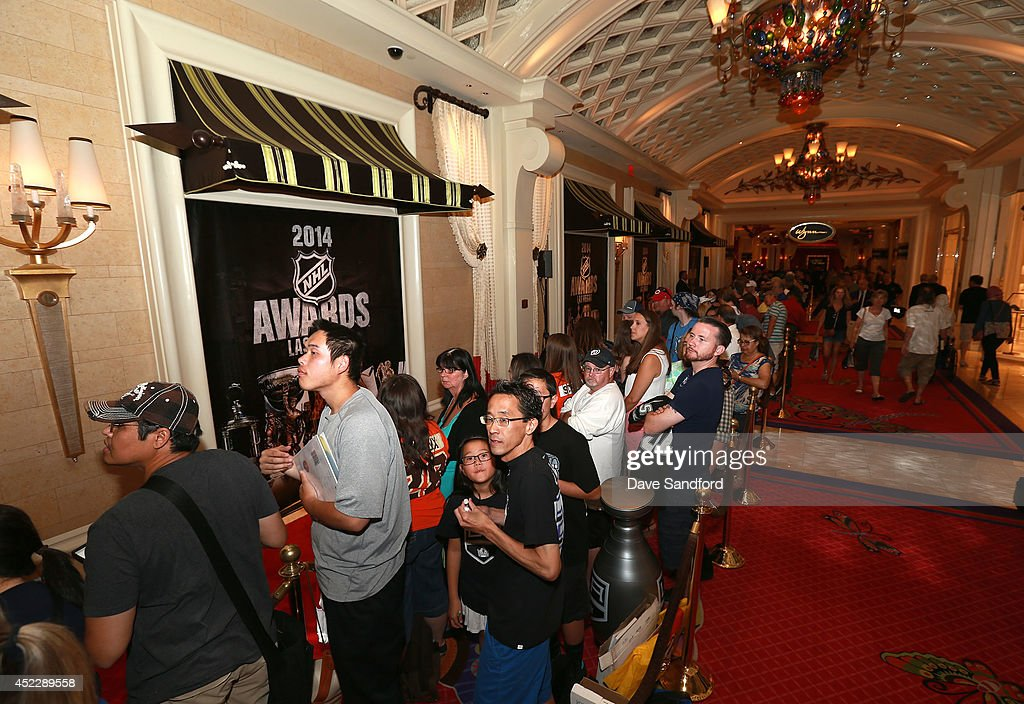 Fans line up prior to the player red carpet arrivals at the 2014 NHL Awards at Encore Las Vegas on June 24, 2014 in Las Vegas, Nevada.