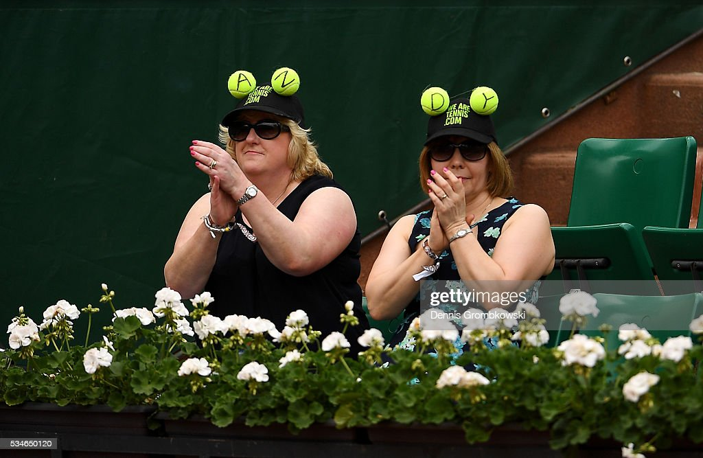 Fans of Andy Murray of Great Britain applaud him during his Men's Singles third round match against Ivo Karlovic of Croatia on day six of the 2016 French Open at Roland Garros on May 27, 2016 in Paris, France.
