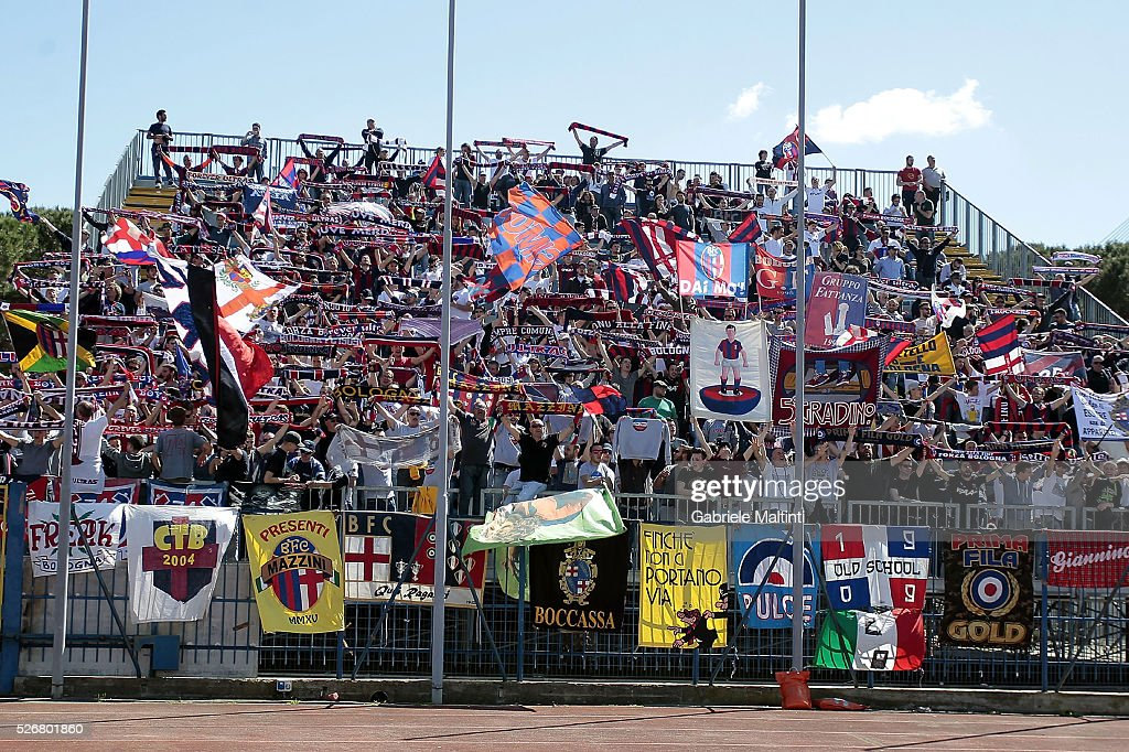 Fans of Bologna FC during the Serie A match between Empoli FC and Bologna FC at Stadio Carlo Castellani on May 1, 2016 in Empoli, Italy.
