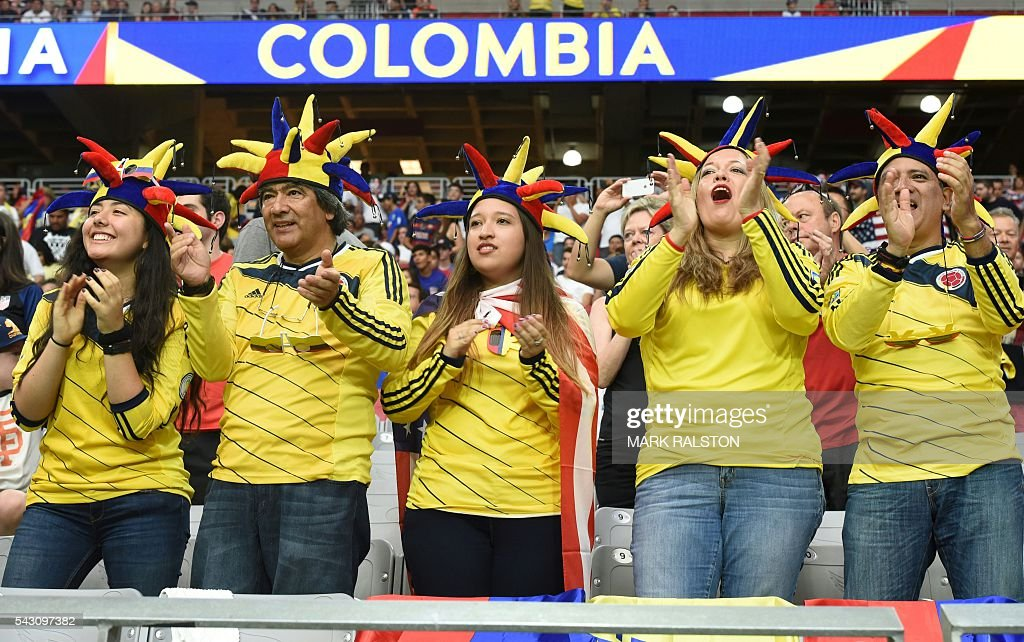 Fans of Colombia cheer during the Copa America Centenario third place football match against the USA in Glendale, Arizona, United States, on June 25, 2016. / AFP / Mark RALSTON