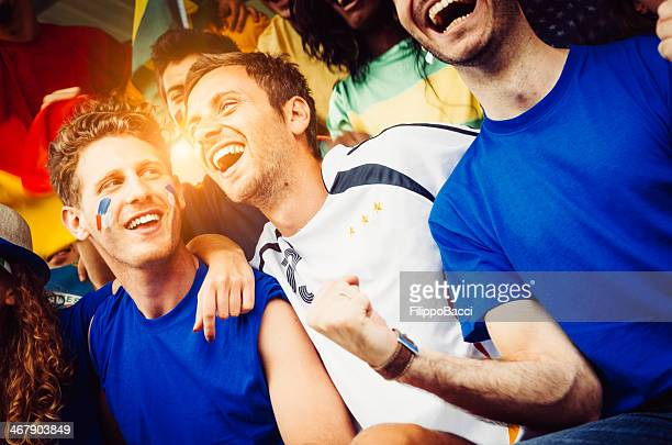 ファンの異なる国にあるスタジアム一緒