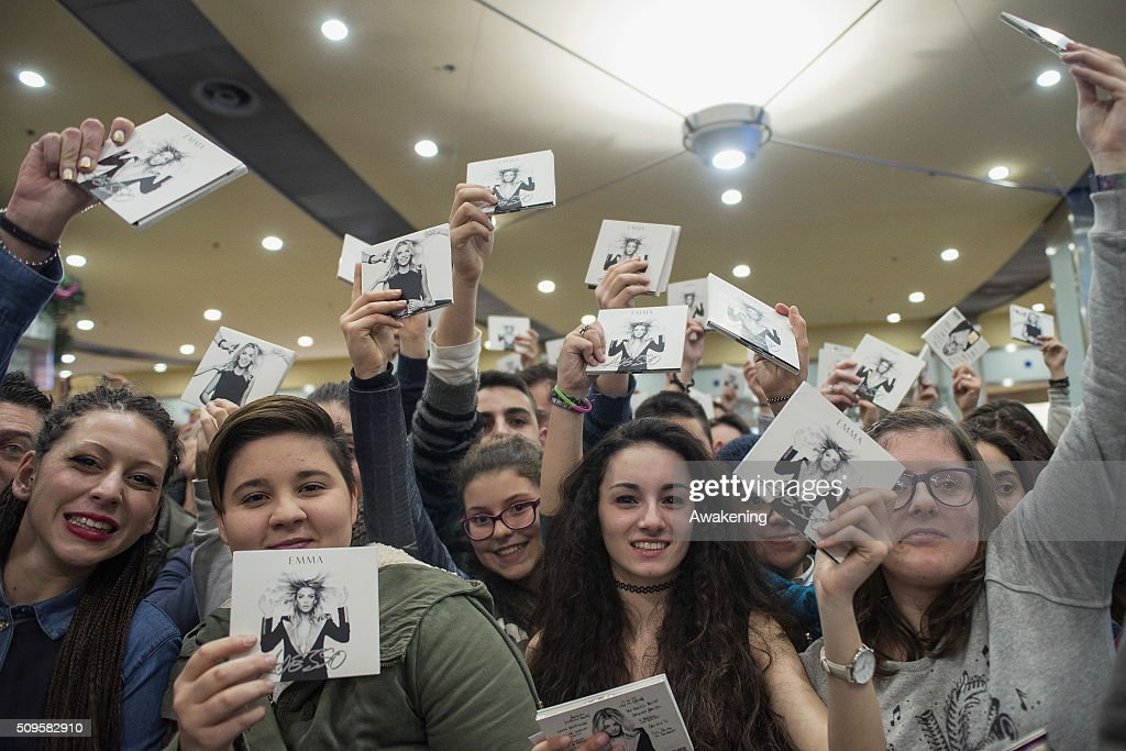 Fans of Emma Marrone during the presentation of 'Adesso' on February 11, 2016 in Turin.