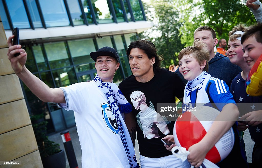 Fans of FC Copenhagen take a selfie with Federico Santander of FC Copenhagen prior to the Danish Alka Superliga match between FC Copenhagen and AGF Aarhus at Telia Parken Stadium on May 29, 2016 in Copenhagen, Denmark.