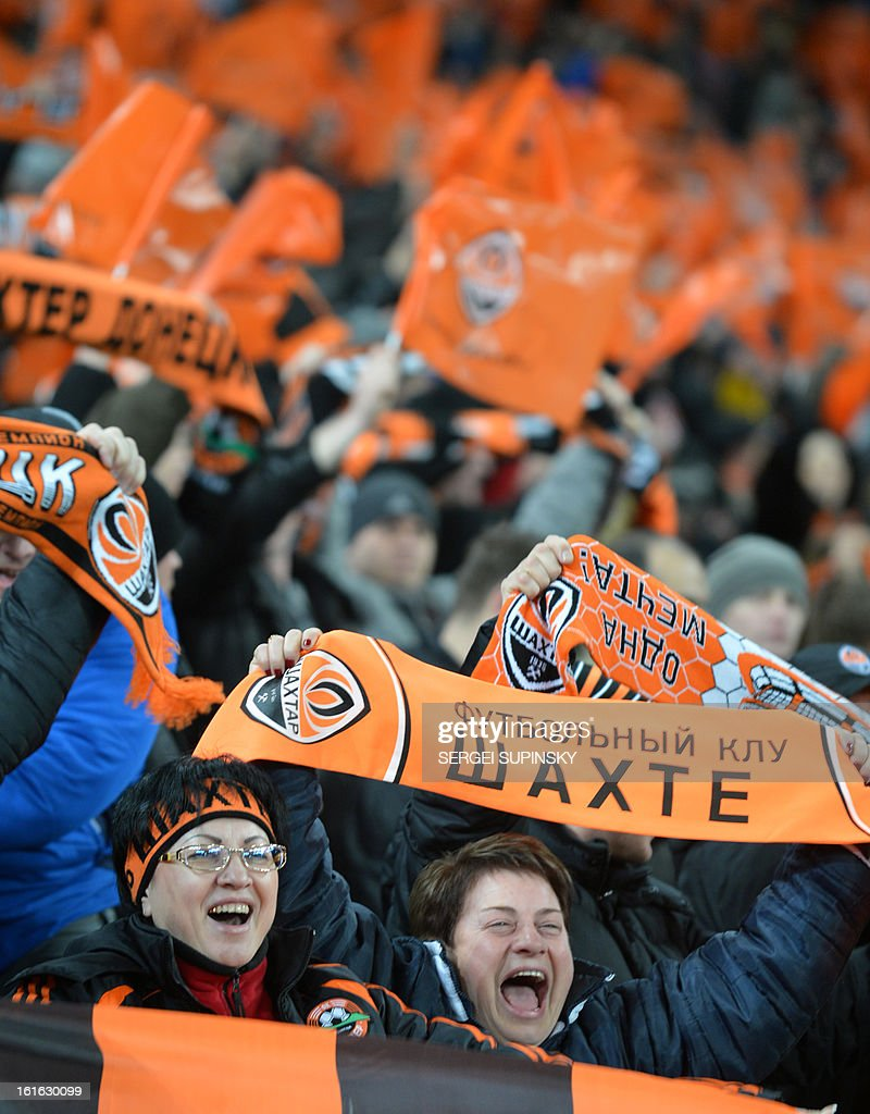 Fans of FC Shakhtar football team react during the UEFA Champions League, Round 16, football match between FC Shakhtar and Borussia Dortmund in Donetsk on February 13, 2013. AFP PHOTO/ SERGEI SUPINSKY