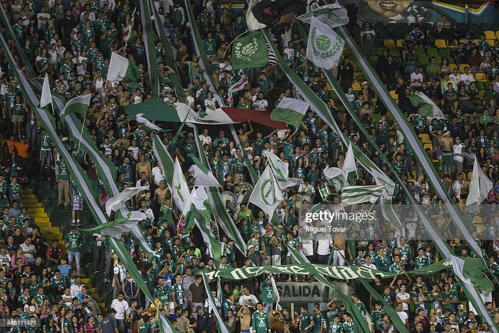 Fans of Leon sing during a second round match between Leon and Bolivar as part of the Copa Bridgestone Libertadores 2014 at Leon Stadium on April 16, 2014 in Leon, Mexico.