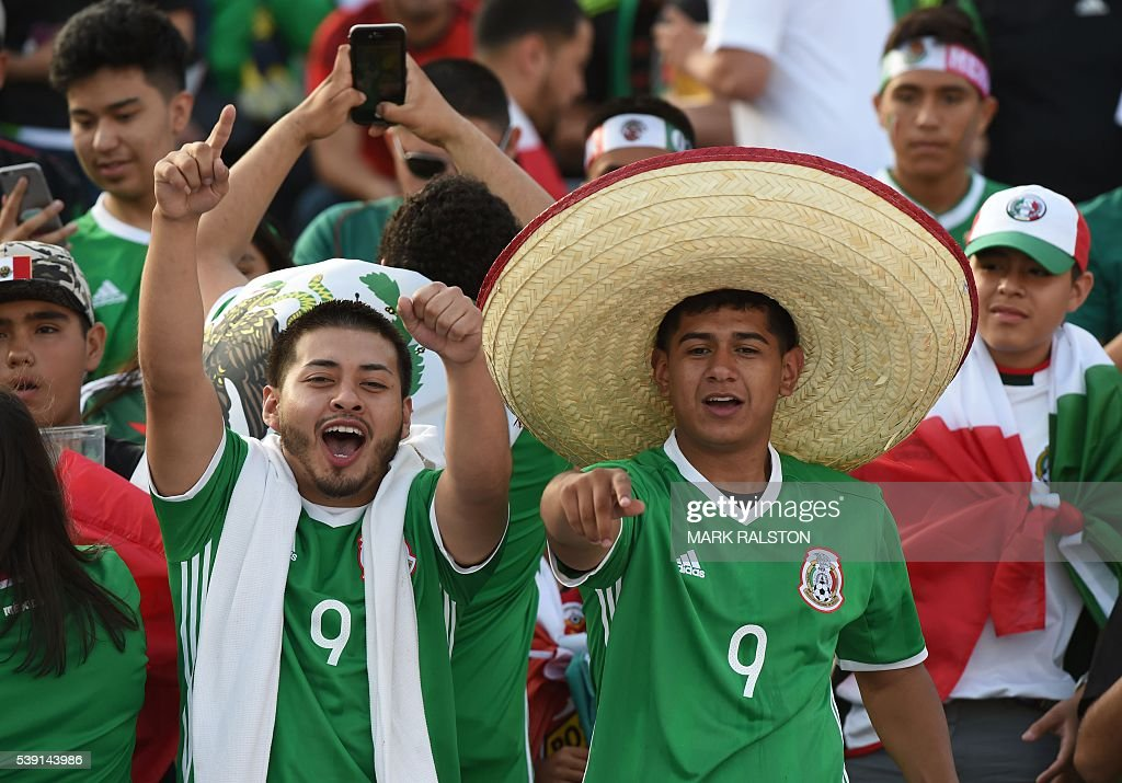 Fans of Mexico cheer for their team during the Copa America Centenario football match in Pasadena, California, United States, on June 9, 2016. / AFP / Mark RALSTON