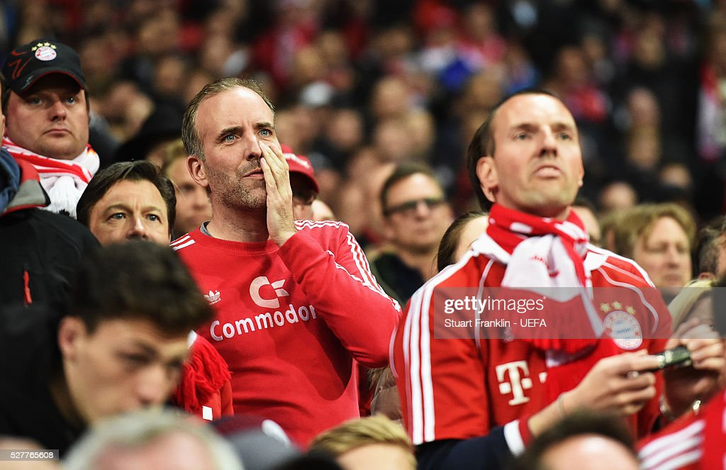 Fans of Muenchen watch during the UEFA Champions League Semi Final second leg match between FC Bayern Muenchen and Club Atletico de Madrid at the Allianz Arena on May 03, 2016 in Munich, Bavaria.