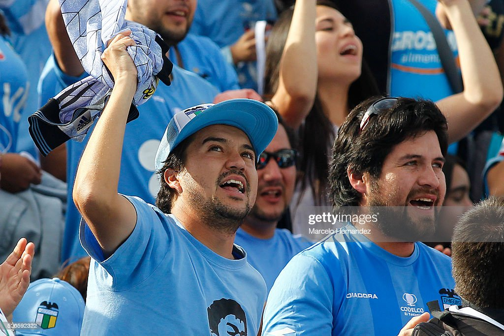 Fans of O'Higgins cheer for their team prior to a match between O'Higgins and U de Concepcion as part of Torneo Clausura 2016 at El Teniente Stadium on April 30, 2016 in Rancagua, Chile.