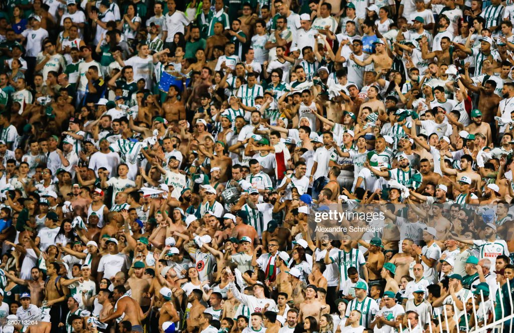 Fans of Palmeiras cheer during the match between Palmeiras v Bahia for the Brasileirao Series A 2017 at Pacaembu Stadium on October 12, 2017 in Sao Paulo, Brazil.