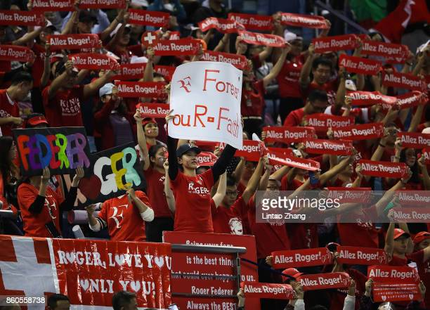 Fans of Roger Federer cheer during the Men's singles mach between Roger Federer of Switzerland and Alexandr Dolgopolov of Ukraine on day five of 2017...