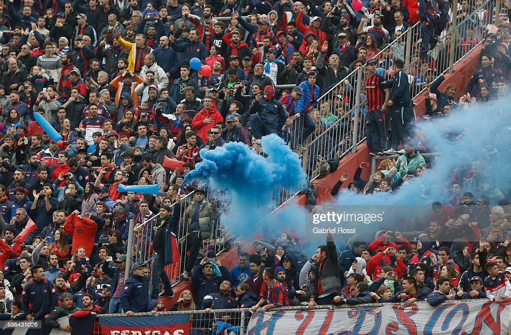 Fans of San Lorenzo cheer for their team prior a final match between San Lorenzo and Lanus as part of Torneo Transicion 2016 at Monumental Stadium on May 29, 2016 in Buenos Aires, Argentina.