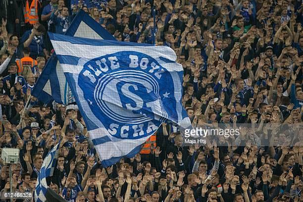 Fans of Schalke prior the Bundesliga match between FC Schalke 04 and Borussia Moenchengladbach at VeltinsArena on October 2 2016 in Gelsenkirchen...