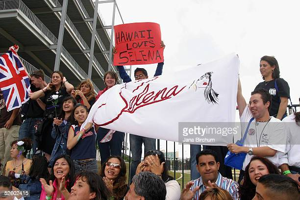 Fans of Selena and the performers show their support at the 'Selena Vive' tribute concert April 7 Reliant Stadium Houston Texas Many of the stars of...