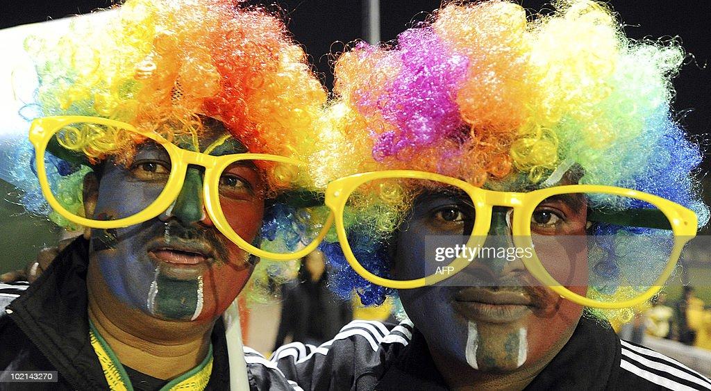 Fans of South Africa's football squad arrive at Loftus Versfeld Stadium in Pretoria on June 16, 2010 to watch the 2010 World Cup match South Africa vs Uruguay. AFP PHOTO/Monirul Bhuiyan