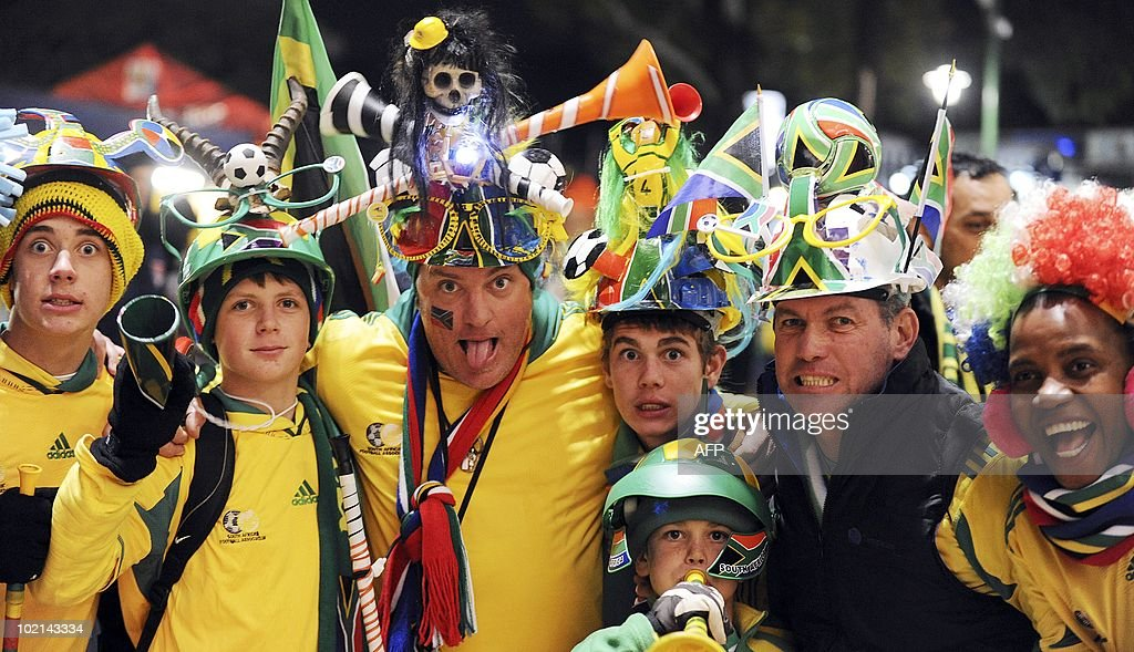 Fans of South Africa's football squad arrive at Loftus Versfeld Stadium in Pretoria on June 16, 2010 to watch the 2010 World Cup match South Africa vs Uruguay. AFP PHOTO/Monirul Bhuiyan
