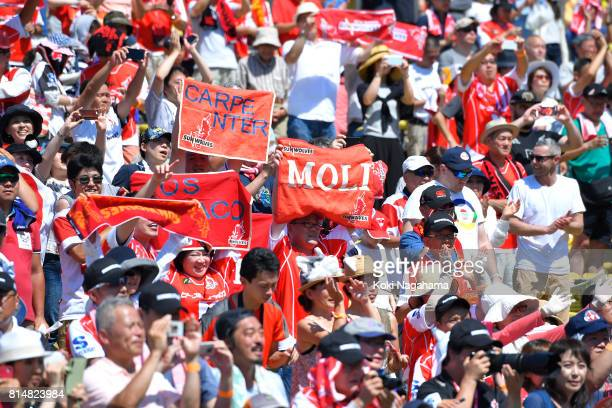 Fans of Sunwolves hold up a sign during the Super Rugby match between the Sunwolves and the Blues at Prince Chichibu Stadium on July 15 2017 in Tokyo...