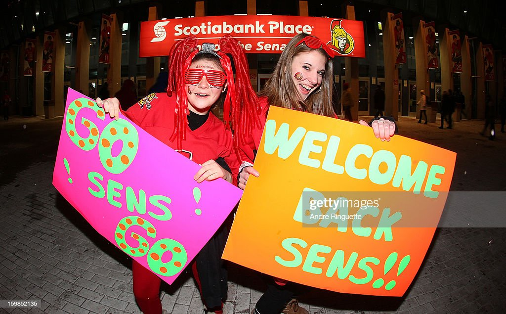 Fans of the Ottawa Senators welcome back their team before a game against the Florida Panthers on January 21, 2013 at Scotiabank Place in Ottawa, Ontario, Canada.