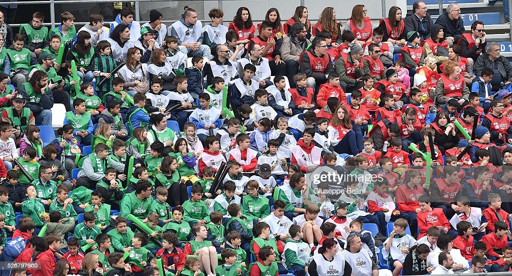 Fans of US Sassuolo Calcio during the Serie A match between US Sassuolo Calcio and Hellas Verona FC at Mapei Stadium - Citt���� del Tricolore on May 1, 2016 in Reggio nell'Emilia, Italy